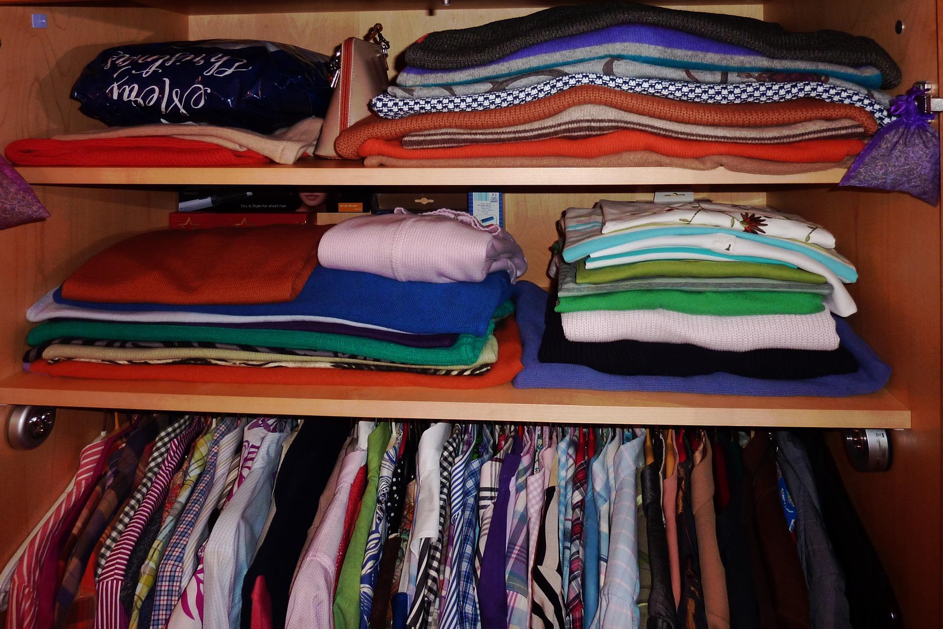 skříň oblečení