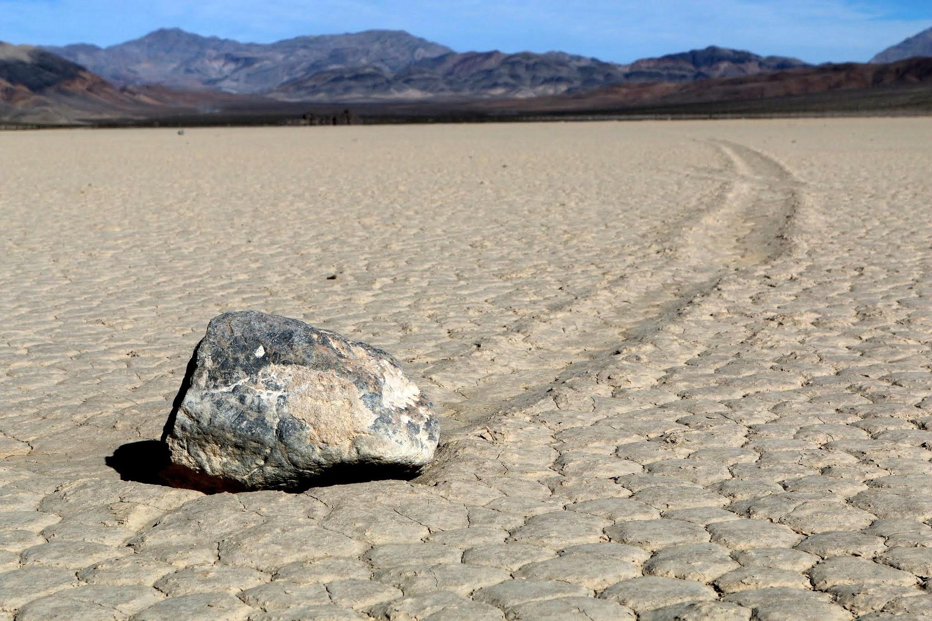 putující kameny Death Valley